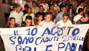 Un corteo a Pianura ricorda i due ragazzi, Gigi e Paolo, vittime innocenti della camorra