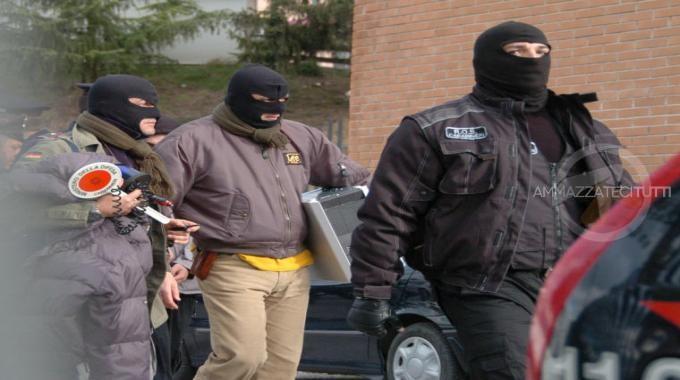 carabinieri-ros-camminano