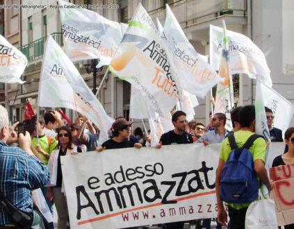 """La delegazione di """"Ammazzateci tutti"""" alla manifestazione """"No 'ndrangheta"""" indetta dal Quotidiano della Calabria (2010)"""